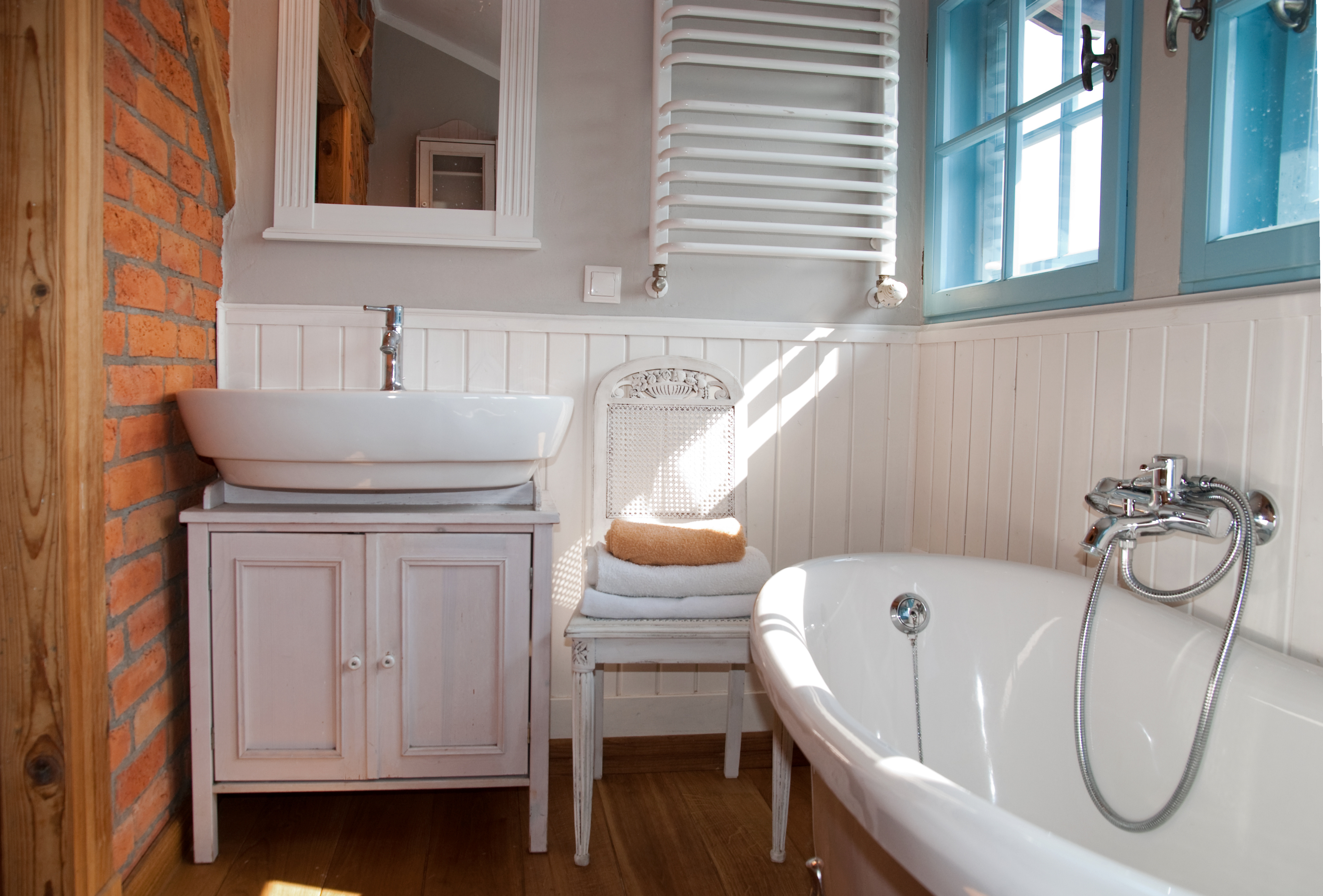 White washed decorative interior wall cladding used in a rustic bathroom